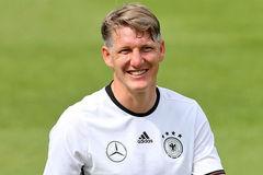 "Mourinho đuổi ""bệnh binh"" Schweinsteiger ra khỏi MU"