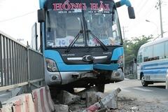 Hàng chục khách kêu cứu trong vụ tông xe liên hoàn