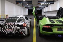 Siêu xe Ferrari và Lamborghini thi tài khạc lửa