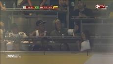 """Kệ đồng đội, Neymar ngồi chụp ảnh """"tự sướng"""" với Justin Bieber"""