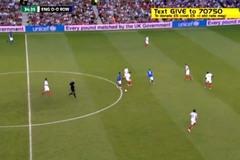 Xem Ronaldinho xâu kim 2 cầu thủ trong 3 giây
