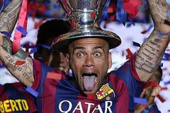 """Alves tiết lộ lý do """"chạy trốn"""" khỏi Barcelona"""