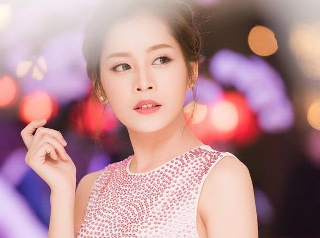 Hotgirl số 1 Việt Nam khóc nghẹn vì áp lực dư luận