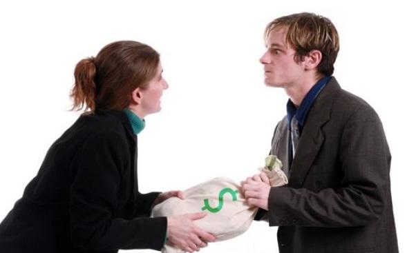 Vợ chồng ly hôn: tiền bố mẹ bên nào cho bên ấy giữ