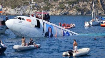 Thế giới 24h: Airbus A300 bị dìm xuống biển