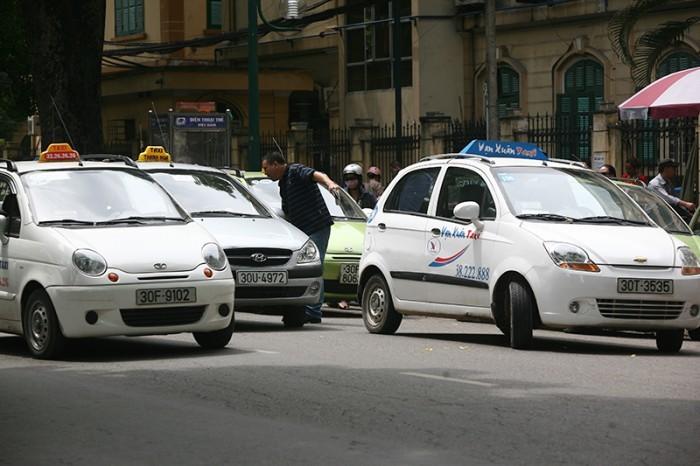 Giá xăng tăng, taxi, giá cước, vận tải, giao thông, đại lý xăng, thua lỗ, tài xế, nhà xe