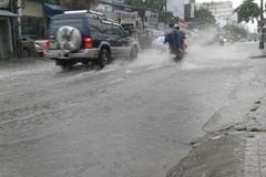 Đi xe ngày mưa làm ơn có ý thức!