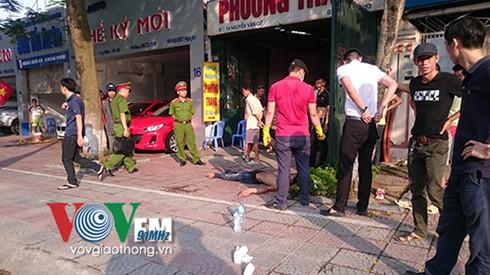 Thanh niên 'ngáo đá' giả khỉ náo loạn đường phố Hà Nội