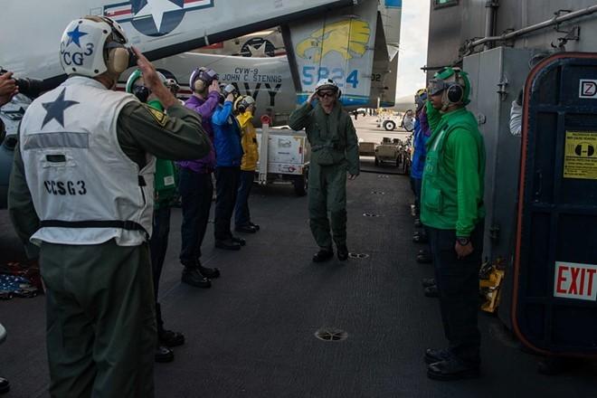 Tư lệnh Hải quân Mỹ lên tàu sân bay ở Biển Đông