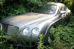 Dàn siêu xe triệu USD bí ẩn bị bỏ quên giữa bãi hoang