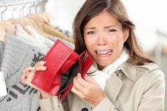 Không tiền vẫn tiêu xài: Sự thật đau xót về thẻ tín dụng