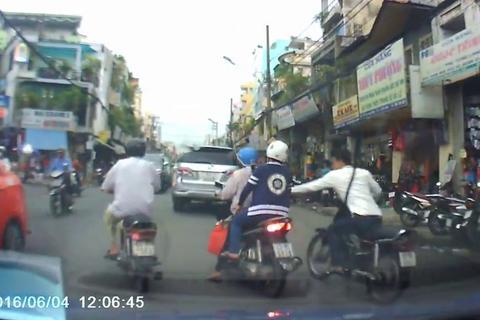 Màn cướp giật táo tợn trên đường phố Sài Gòn