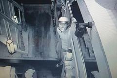 Camera nhà hàng ghi hình 2 kẻ trộm kim cương