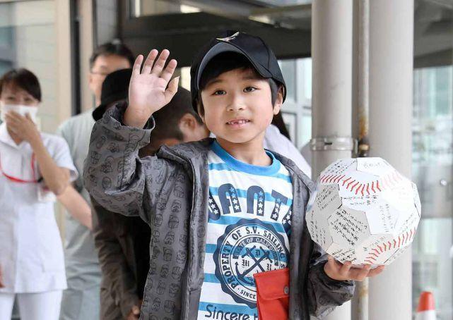 Cậu bé người Nhật sống sót trong rừng tha lỗi cho bố