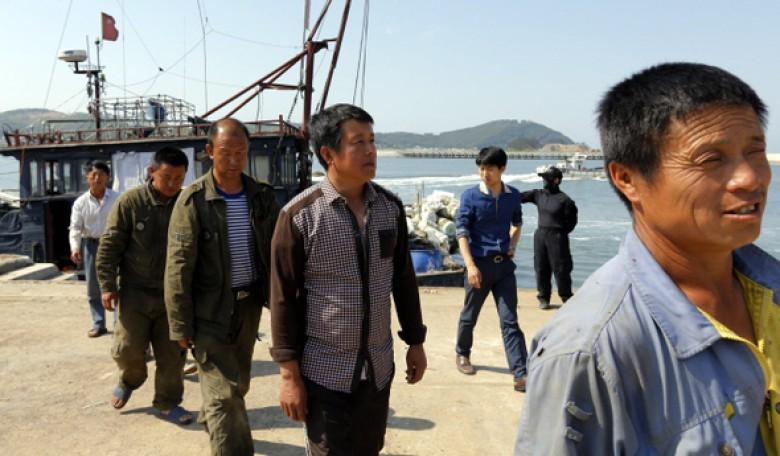 Ngư dân Hàn Quốc vây bắt tàu cá Trung Quốc