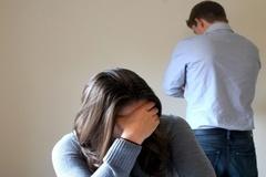 Bị chồng dọa bỏ vì gánh nợ cho mẹ đẻ