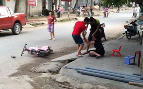 Truy sát kinh hoàng ở Phú Thọ, nam thanh niên bị chém gần lìa tay
