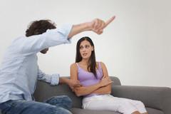 Chồng đòi ly hôn vì vợ không chịu lau rửa vệ sinh cho mẹ chồng