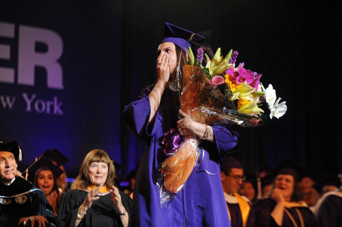 cầu hôn, cầu hôn trong lễ tốt nghiệp, lễ tốt nghiệp