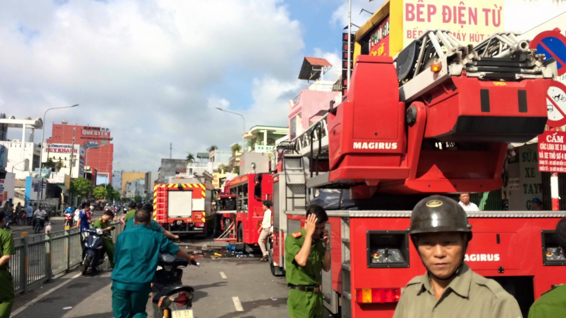 Cháy cửa hàng lúc rạng sáng, 4 người thiệt mạng