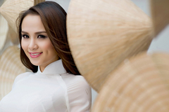 Hoa hậu Diễm Hương trao niềm tin vào gà trống Gaulois