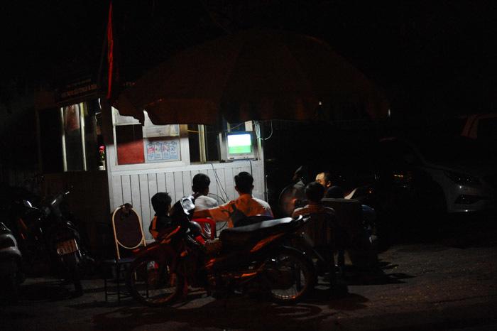 Hà Nội: Người hâm mộ hờ hững với trận khai màn EURO