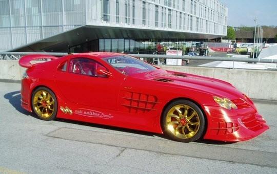 Cô gái lái siêu xe dát vàng, đá quý giá 200 tỷ