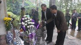 Chuẩn bị cho lễ tưởng niệm 13 chiến sĩ thông tin hy sinh tại hang Lèn Hà