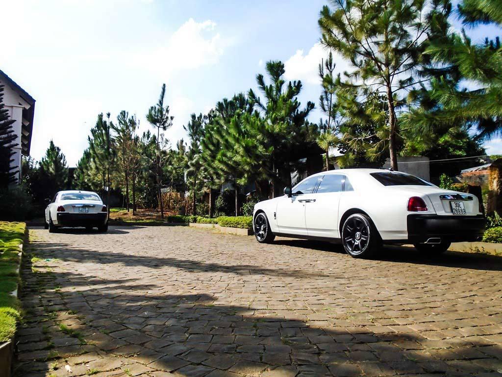 Đại gia Đắk Lắk chơi cặp Rolls-Royce đen trắng triệu đô