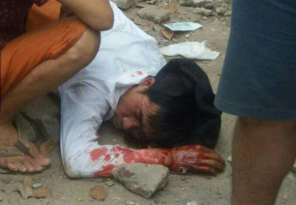 Hà Nội: Ghen tuông, gí dao kề cổ một phụ nữ