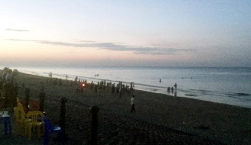 Tắm biển cùng bạn gái, nam thanh niên bị sóng nhấn chìm