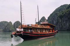 Cấm khách lên boong ngắm cảnh khi thăm vịnh Hạ Long?