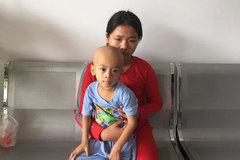 Một gia đình hai đứa con ung thư