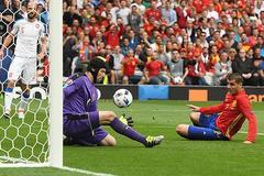 Petr Cech: Gã khổng lồ đơn độc