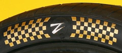 Cận cảnh lốp xe dát vàng, đính kim cương hơn 13 tỷ đồng