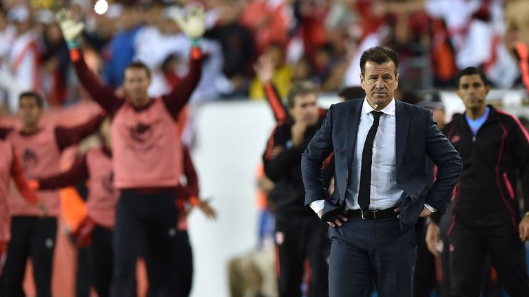 Bị đá bay khỏi Copa, Brazil sa thải HLV Dunga