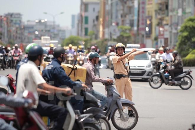 nắng nóng 40 độ C, CSGT Công an Hà Nội, điều tiết giao thông