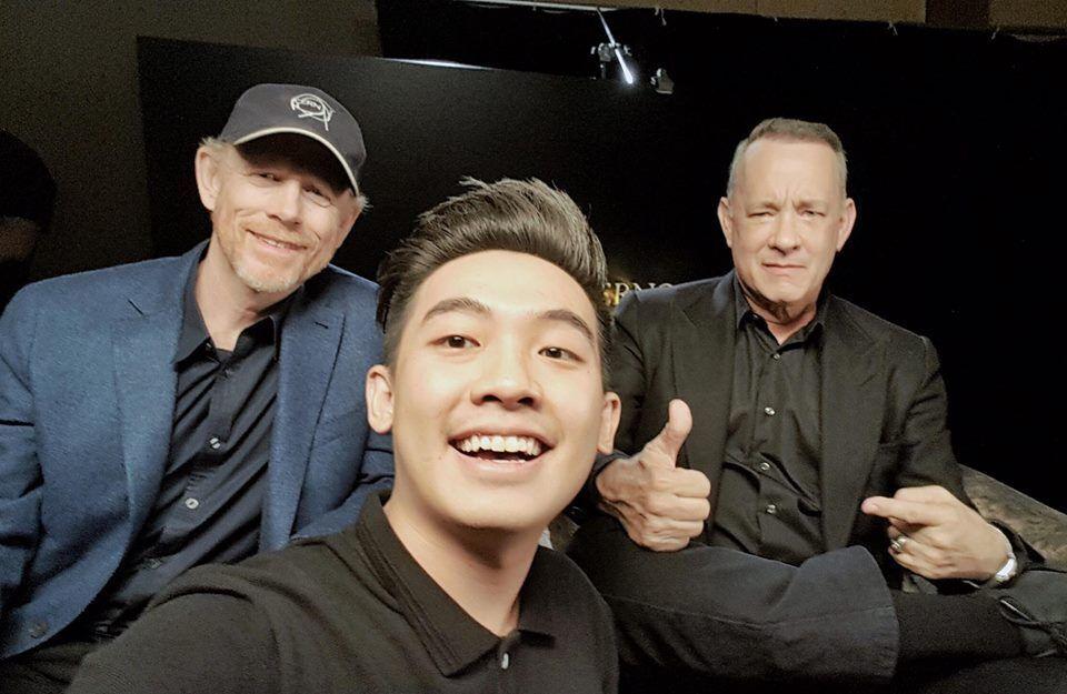 Tom Hanks cũng 'nghiện' selfie