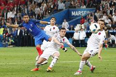 Bùng nổ phút 90, Pháp đoạt vé sớm
