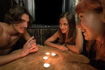 Nhà hàng tre khuyến khích khỏa thân khi ăn