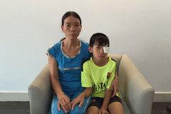 Mẹ nghèo bó tay vì không có tiền giữ mắt còn lại cho con