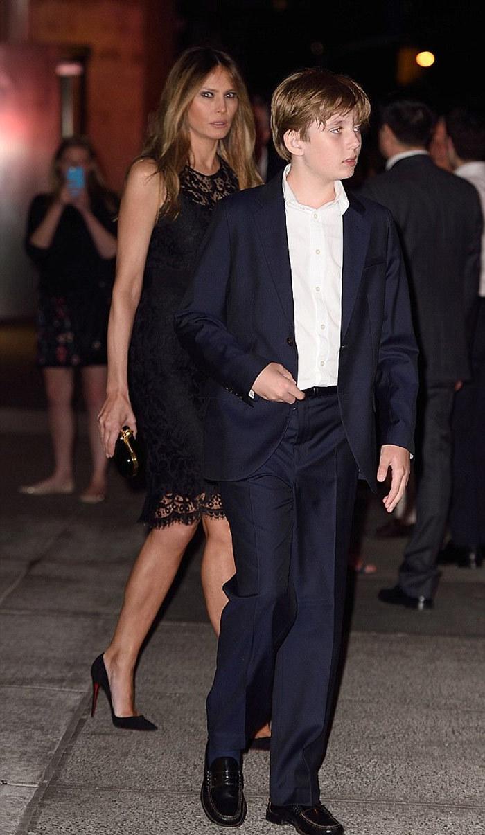 Hình ảnh bà Trump mặt mộc xuống phố