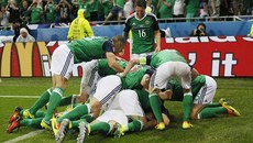 Hạ Ukraine, Bắc Ireland giành chiến thắng lịch sử ở EURO