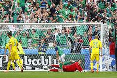 Ukraine là đội đầu tiên bị loại khỏi EURO 2016