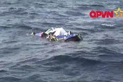 Hình ảnh mảnh vỡ máy bay tuần thám Casa 212 trên biển