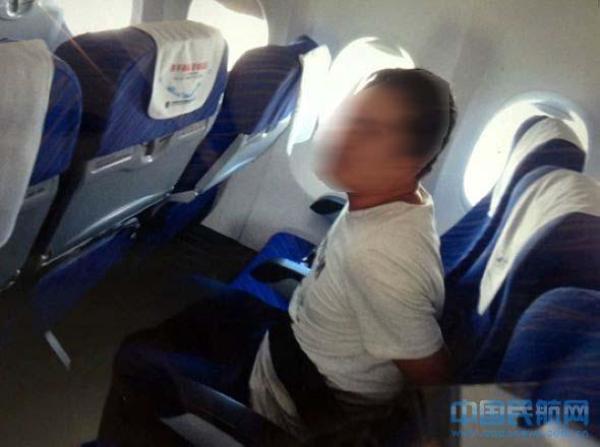 Nhân viên, sân bay, hành khách, tai nạn, máy bay, cấm bay, tiếp viên, phi công, hút thuốc