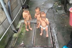 """Chị 2 tuổi ngậm kẹo mút dẫn cặp sinh đôi 1 tuổi """"đào tẩu"""" khỏi nhà"""