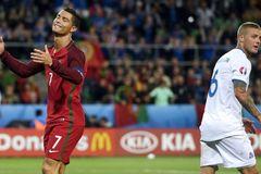 Áo vs Bồ Đào Nha: Ronaldo, nói ít đi và làm nhiều hơn!
