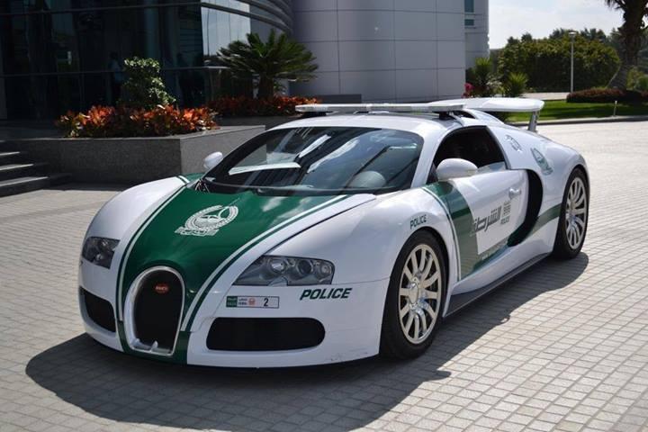 Đuổi bắt siêu xe chạy 290 km/h