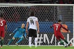 Xem tình huống Ronaldo đá hỏng phạt đền trước Áo